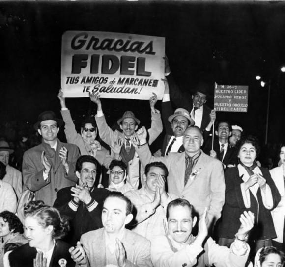 Miembros de la colonia cubana en Nueva York saludan a Fidel. Foto: Revolución.