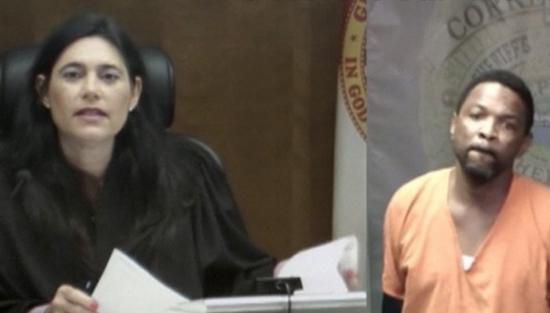 Mindy Glazer, jueza del condado de Miami-Dade, y Arthur Booth. Foto: Tomada de .tiempo.com.mx