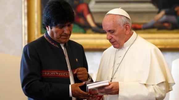Evo Morales y el Papa Francisco.