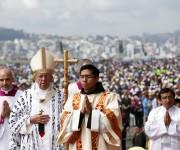 El Papa Francisco llega a celebrar la misa en el Parque Bicentenario, en Quito, Ecuador. Foto: Reuters.