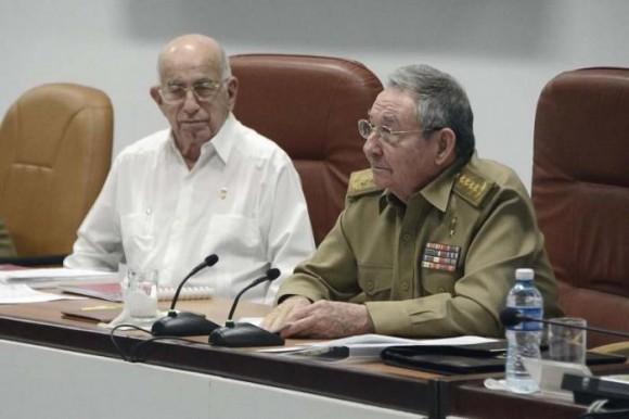 Raúl presidió el Pleno del Comité Central que convocó al VII Congreso del PCC: Foto: Estudio Revolución.