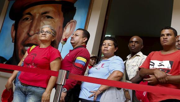 Pueblo venezolano visita los restos del Comandante Hugo Chávez. Foto: Telesur.