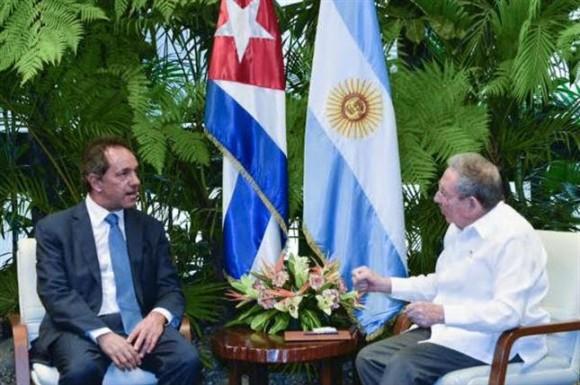 EL presidente cubano Raúl Castro recibió al Gobernador de Buenos Aires y candidato presidencial argentino Daniel Scioli.