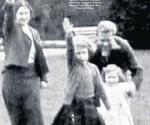 Reina Isabel Saludo Nazi The Sun