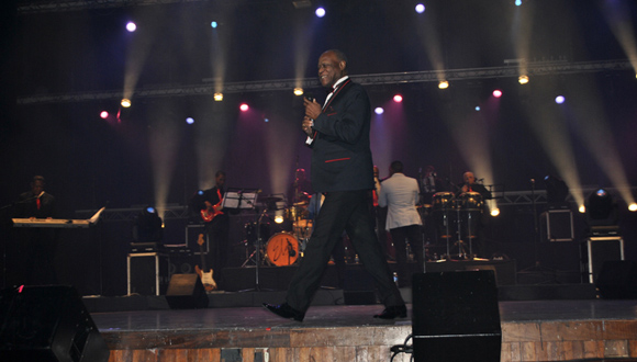 La presencia en el escenario de Johnny hizo que la fiesta durara tres horas. Foto: Marianela Dufflar
