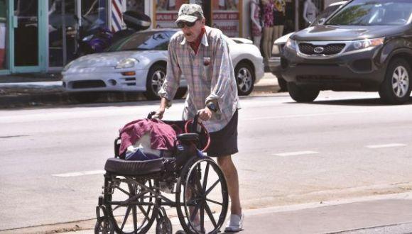 anciano pobre en Miami