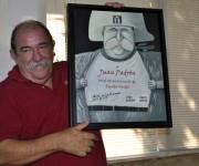El diploma que recibió Juan Padrón fue elaborado por el destacado caricaturista Ares. Foto: Marianela Dufflar