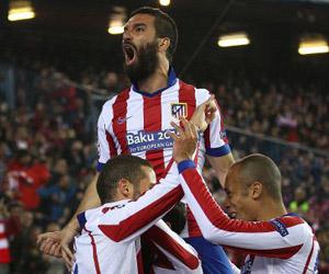 Arda Turan festeja un gol con el Atlético. Foto: Luis Sevillano.
