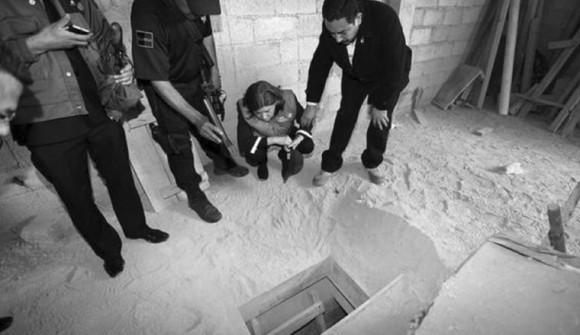 """""""El Chapo"""" fue capturado en 1993 en Guatemala, luego fue extraditado a México y el 19 de enero de 2001 se fugó de la prisión de Puente Grande, ubicada en Jalisco. Años después lo recapturaron el 22 de febrero de 2014. Guzmán ha sido y seguirá siendo el criminal más buscado por Estados Unidos y México."""
