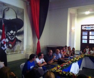 Jóvenes nicaragüenses condecoran a Los Cinco Héroes cubanos