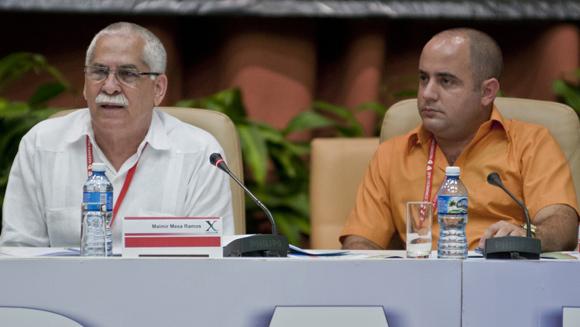 Maimir Mesa, Ministro de Comunicaciones y Joan Cabo, miembro del Buró Nacional de la UJC. Foto: Ladyrene Pérez/ Cubadebate.