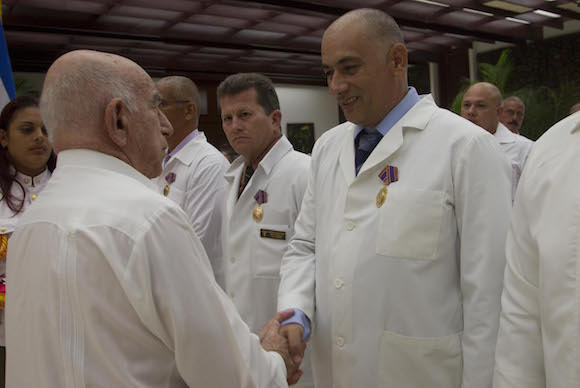 Lettre de Raul aux médecins qui ont combattu l'Ébola en Afrique