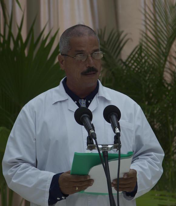 Dr Carlos Manuel Castro Bara, jefe de la Brigada Medica cubana en Guinea Konakry. Foto: Ismael Francisco/ Cubadebate