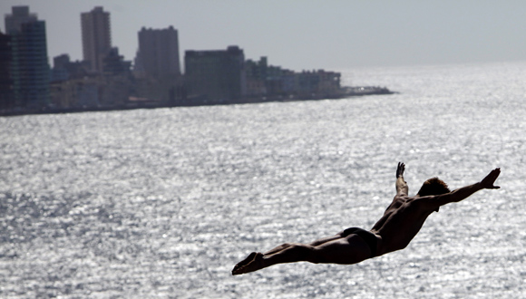 Cliff Diving en Cuba. Foto: Ismael Francisco/ Cubadebate.
