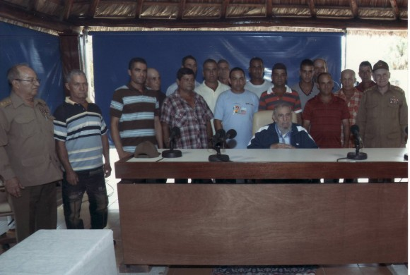 Fidel Castro sostuvo encuentro con trabajadores destacados en la producción de alimentos.
