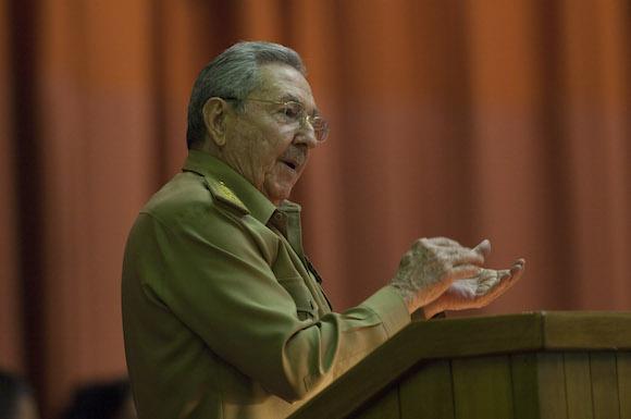 General de Ejército Raúl Castro, presidente de los Consejos de Estado y de Ministros, clausura en el Palacio de las Convenciones de La Habana el V Periodo Ordinario de Sesiones de la VIII legislatura de la Asamblea Nacional del Poder Popular. Foto: Ismael Francisco/ Cubadebate