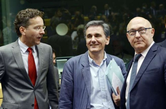 Jeroen Dijsselbloem, el nuevo ministro de Finanzas de Grecia, Euclid Tsakalotos, y su homólogo francés. Foto: AFP.