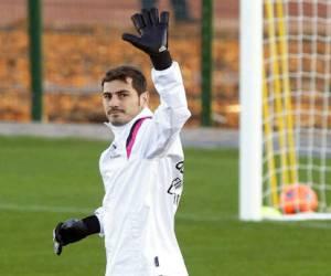 Despide afición futbolística del Real Madrid al portero Iker Casillas