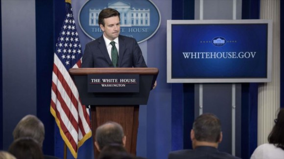El portavoz de la Casa Blanca, Josh Earnest. Foto: AP