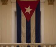 La bandera que fue arriada el 3 de enero de 1961, presidirá también la ceremonia de apertura de la Embajada de Cuba en Washington. Foto: Ismael Francisco/ Cubadebate