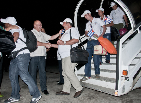 Roberto Morales Ojeda, Ministro de Salud Pública recibió a la brigada médica  Henry Reeve que  asistieron a los damnificados por el  terremoto que estremeció a Nepal. Foto: Ladyrene Pérez/ Cbadebate.