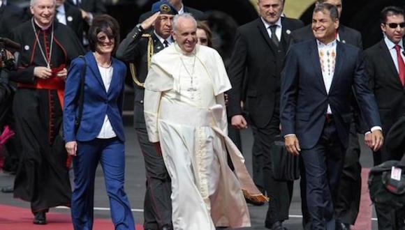 Presidente de Ecuador recibe a Papa Francisco