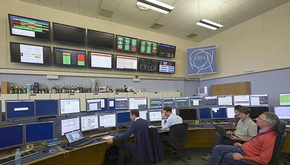Un grupo de investigadores en las instalaciones de CERN. Foto: Reuters