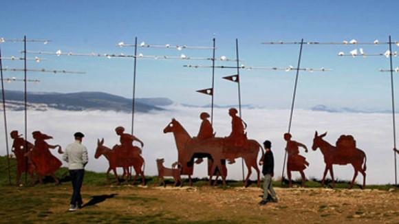 Imagen del Monumento a los Peregrinos, en el Monte de El Perdón.