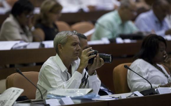 Con la presencia del General de Ejército Raúl Castro, presidente de los Consejos de Estado y de Ministros,  se inició en el Palacio de las Convenciones de La Habana el V Periodo Ordinario de Sesiones de la VIII legislatura de la Asamblea Nacional del Poder Popular. Foto: Ismael Franscico/ Cubadebate