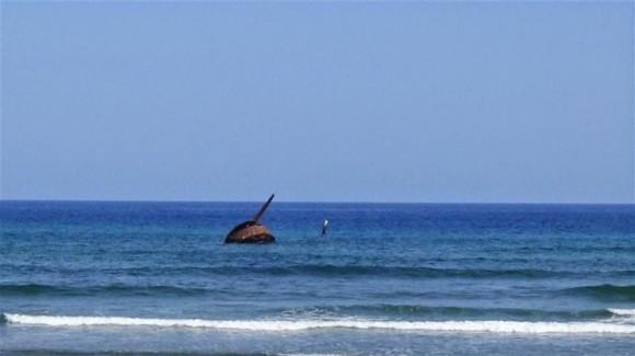 Playa de Juan González, en cuyo lecho marino reposan vestigios del crucero acorazado español Almirante Oquendo. Foto J. Loo Vázquez