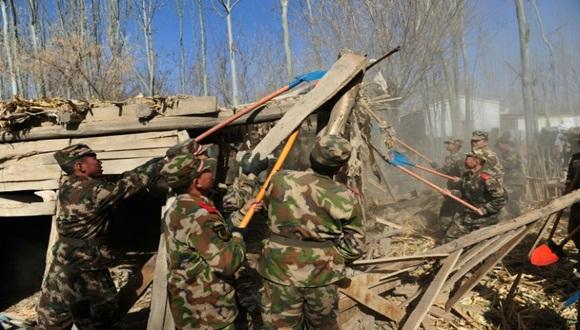 Se enviaron equipos de rescate para ayudar en las tareas de salvamento en las áreas afectadas por el seísmo.
