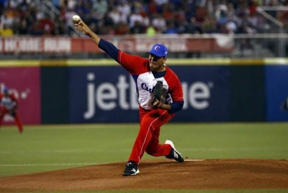 En seis innings Torres dio cuatro ponches y par de bases por bolas.