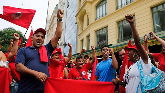 Brasileños apoyan a Dilma. Foto: Reuters (Archivo)