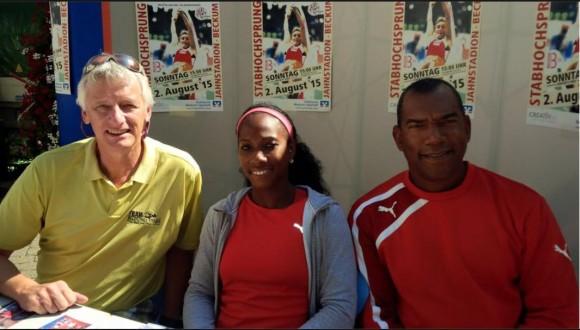 Yarisley participó junto a su entrenador Navas en la Conferencia de Prensa previa al evento. Foto: Tomada de la cuenta de Facebook de Yarisley