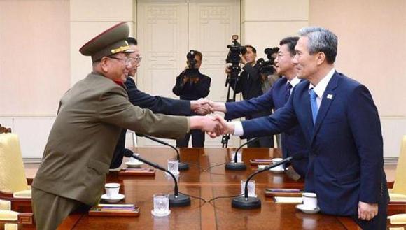Las reuniones estuvieron representadas por el general Hwang Pyong-so, por Corea del Norte y Kim Yang-gon, máximo responsable de las relaciones con Corea del Sur. Foto: EFE