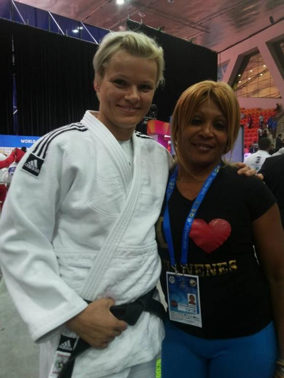 Judocas del mundo buscan una foto con Driulis. Foto: Cortesía del autor
