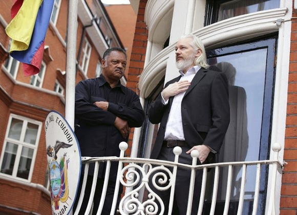 Ecuador y Suecia buscan solución legal para el caso Assange