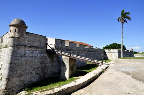 Frontis del Castillo. Foto: Roberto Garaicoa