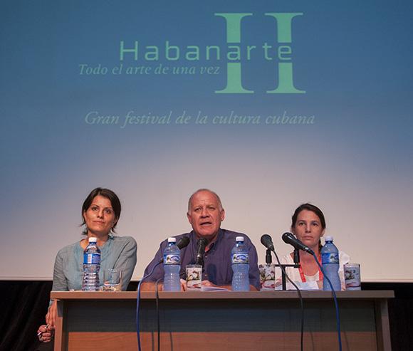De izquierda a derecha, Ivette Leyva, Directora de Comunicación del MINCULT; Fernando Rojas, Viceministro del MINCULT y Nadia Naranjo Pons, Directora de Industrias Culturales del propio organismo. Foto: Cubadebate.