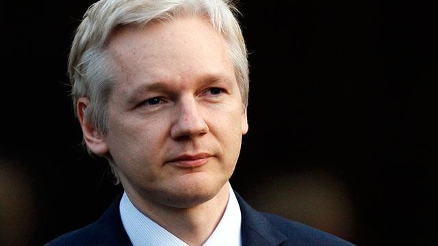 Confirma tribunal sueco orden de arresto contra Julian Assange