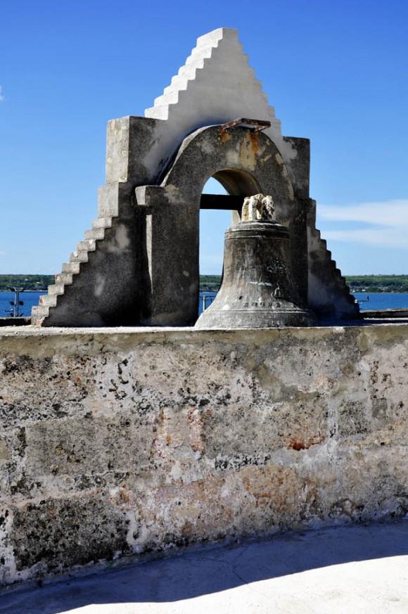 Lugar que originalmente ocupaba la campana frente a la Bahía de Matanzas. Foto: Roberto Garaicoa