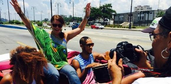 """Durante la reciente visita a Cuba, en preparación para estos conciertos Olga Tañón decidió grabar el video musical en tierra cubana de su nuevo sencillo """"Vivo la Vida"""". Foto:  Suministrada a Primera Hora"""