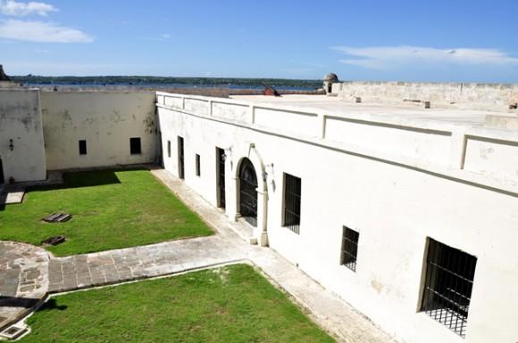 Parte de la plazoleta central del Castillo de San Severino. Foto: Roberto Garaicoa