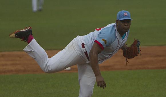 Vladimir García, lanzador avileño ganador del juego Inaugural de la 55 Serie Nacional de Pelota. Foto: Ismael Francisco/Cubadebate.