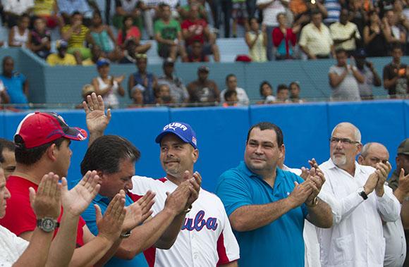 Gerardo Hernandez en Inauguracion de la 55 Serie Nacional de Pelota, en el Estadio Jose Ramon Cepero de Ciego de Avila. Foto: Ismael Francisco/Cubadebate.