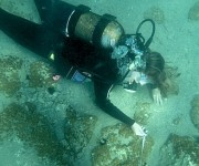 La investigación empezó a realizarse en 2014 con expertos de la Universidad de Ginebra, bajo los auspicios de la Escuela suiza de arqueología en Grecia y en colaboración con el Ministerio de Cultura griego. El equipo trataba de encontrar pruebas de la existencia del pueblo más antiguo de Europa. RT.