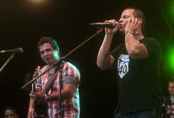 Actuación del grupo cubano Buena Fe, durante un concierto junto a la banda boricua Cultura Profética, en la plaza de San Francisco de Asís, en La Habana, Cuba, el 1 de agosto de 2015. AIN FOTO/Abel ERNESTO/sdl