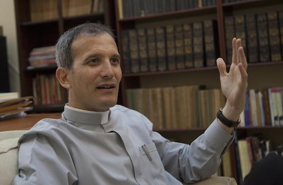 Padre Yosvany Carvajal, director del Centro Cultural Félix Varela. Foto: Ismael Francisco/ Cubadebate