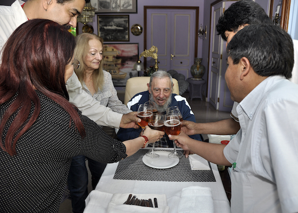 Fidel celebró su cumpleaños 89 con los Presidente Nicolás Maduro, de Venezuela, y Evo Morales, de Bolivia. Foto: Alex Castro