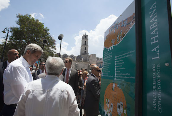 Kerry en La Habana Vieja. Foto: Ismael Francisco/ Cubadebate